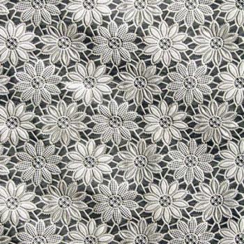 Toile cirée effet dentelle fleurie argenté 140 cm