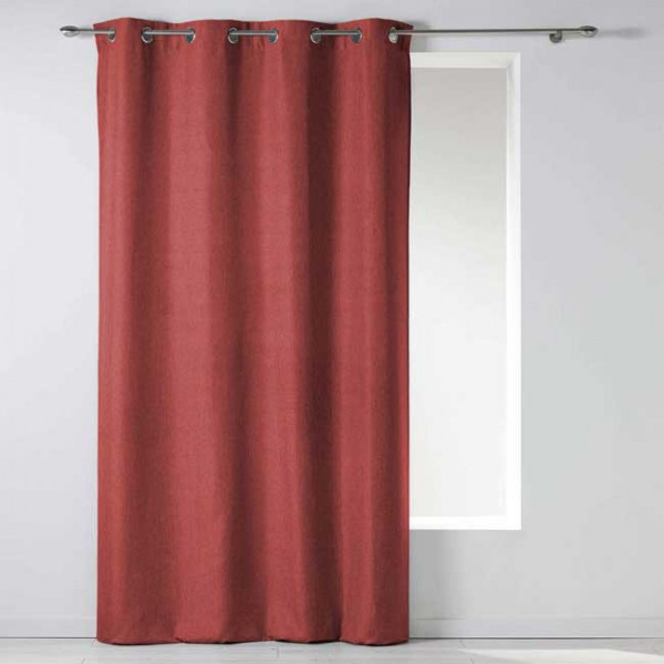 Rideau en tissu rouge