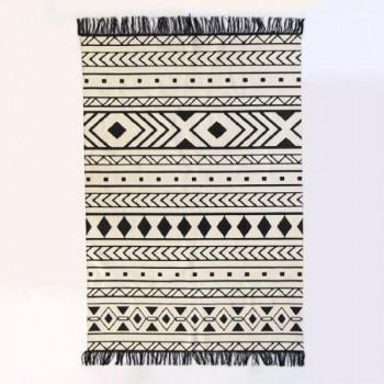 Tapis motif losange blanc et noir à franges 120 x 180 cm